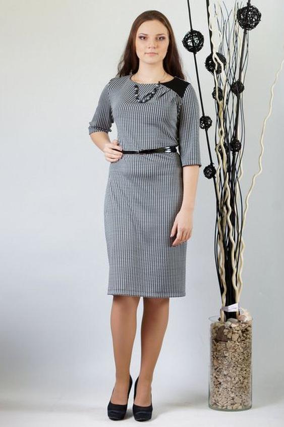ПлатьеПлатья<br>Асимметричное платье полуприлегающего силуэта. Платье из костюмной ткани с отделкой из кожи. Перед с однотонной кокеткой по левому плечу. Из линии притачивания кокетки веерно расходятся 3 мягкие складки. Спинка с центральным швом и талиевыми вытачками. Рукава втачные, умеренной ширины, длиной 3/4. Горловина округлая, умеренно расширенная.  Платье без пояса.  Длина  до 48 размера - 97 см., после 50 размера - 103 см.   В изделии использованы цвета: черный, белый  Ростовка изделия 170 см.<br><br>Горловина: С- горловина<br>По длине: До колена<br>По материалу: Трикотаж<br>По рисунку: С принтом,Цветные<br>По силуэту: Полуприталенные<br>По стилю: Повседневный стиль<br>По форме: Платье - футляр<br>По элементам: Со складками<br>Рукав: Рукав три четверти<br>По сезону: Осень,Весна,Зима<br>Размер : 48,50,54<br>Материал: Трикотаж<br>Количество в наличии: 3