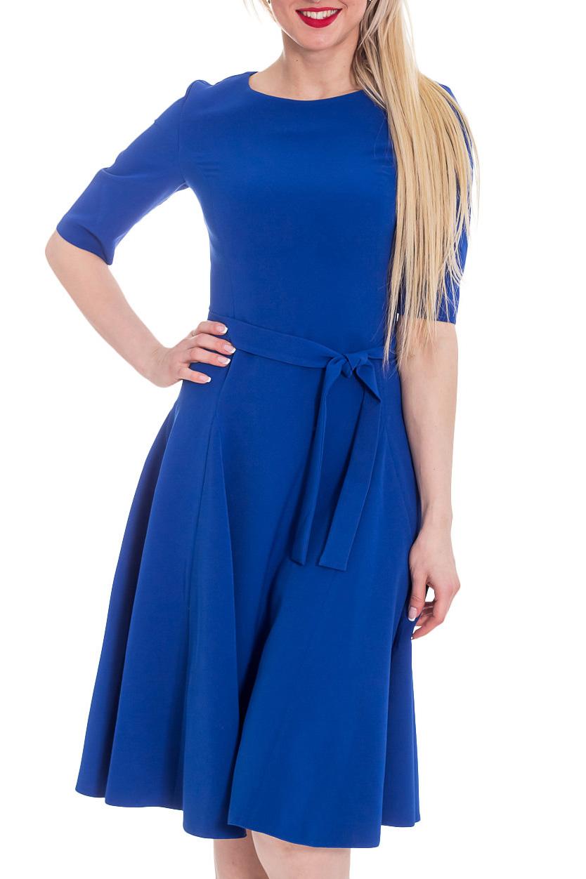 ПлатьеПлатья<br>Прелестное платье из плательного материала с эластаном бордового цвета прекрасно подойдет для праздничного вечера. Горловина обработана обтачкой, рукав до локтя, широкая, летящая юбка с клиньями годе, на спинке потайная молния 50 см. Платье дополнено поясом.  Цвет: синий  Рост девушки-фотомодели 170 см.<br><br>Горловина: С- горловина<br>По длине: Ниже колена<br>По материалу: Вискоза<br>По образу: Город,Свидание<br>По рисунку: Однотонные<br>По силуэту: Полуприталенные<br>По стилю: Повседневный стиль<br>По форме: Платье - трапеция<br>По элементам: С поясом<br>Рукав: До локтя<br>По сезону: Осень,Весна<br>Размер : 42,44,46,48,50,52,54<br>Материал: Плательная ткань<br>Количество в наличии: 4
