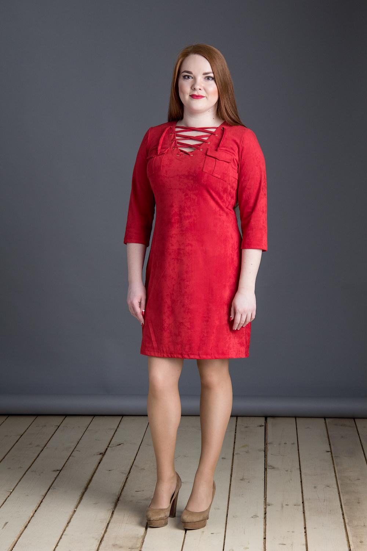 ПлатьеПлатья<br>Красное платье со шнуровкой на груди. Модель выполнена из мягкой замши. Отличный вариант для любого случая.  В изделии использованы цвета: красный  Длина изделия: 42 размер - 85 см 44 размер - 86 см 46 размер - 87 см 48 размер - 88 см 50 размер - 89 см 52 размер - 90 см  Рост девушки-фотомодели 164 см.<br><br>По длине: До колена<br>По материалу: Замша<br>По рисунку: Однотонные<br>По силуэту: Приталенные<br>По стилю: Повседневный стиль<br>По форме: Платье - трапеция<br>По элементам: С декором,С карманами<br>Рукав: Рукав три четверти<br>По сезону: Осень,Весна<br>Размер : 42,44,46,48,50,52<br>Материал: Замша<br>Количество в наличии: 6