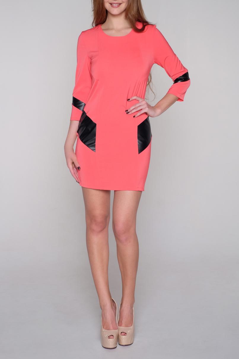 ПлатьеПлатья<br>Цветное платье с круглой горловиной и рукавами 3/4. Модель выполнена из приятного трикотажа. Отличный выбор для повседневного гардероба.  В изделии использованы цвета: коралловый, черный  Ростовка изделия 170 см<br><br>Горловина: С- горловина<br>По длине: До колена<br>По материалу: Тканевые<br>По рисунку: Цветные<br>По силуэту: Приталенные<br>По стилю: Молодежный стиль,Повседневный стиль<br>По форме: Платье - футляр<br>По элементам: С кожаными вставками<br>Рукав: Рукав три четверти<br>По сезону: Осень,Весна,Зима<br>Размер : 44,46,48,50<br>Материал: Плательная ткань + Искусственная кожа<br>Количество в наличии: 7