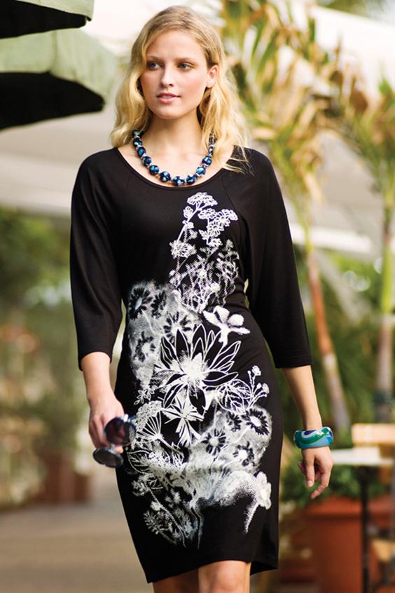 ПлатьеПлатья<br>Красивое платье с круглой горловиной и рукавами 3/4. Модель выполнена из приятного трикотажа. Отличный выбор для повседневного гардероба.  Цвет: черный, белый  Ростовка изделия 170 см.<br><br>Горловина: С- горловина<br>По длине: До колена<br>По материалу: Вискоза,Трикотаж<br>По рисунку: С принтом,Цветные<br>По силуэту: Приталенные<br>По стилю: Повседневный стиль<br>По форме: Платье - футляр<br>Рукав: Рукав три четверти<br>По сезону: Осень,Весна,Зима<br>Размер : 44,46<br>Материал: Трикотаж<br>Количество в наличии: 3