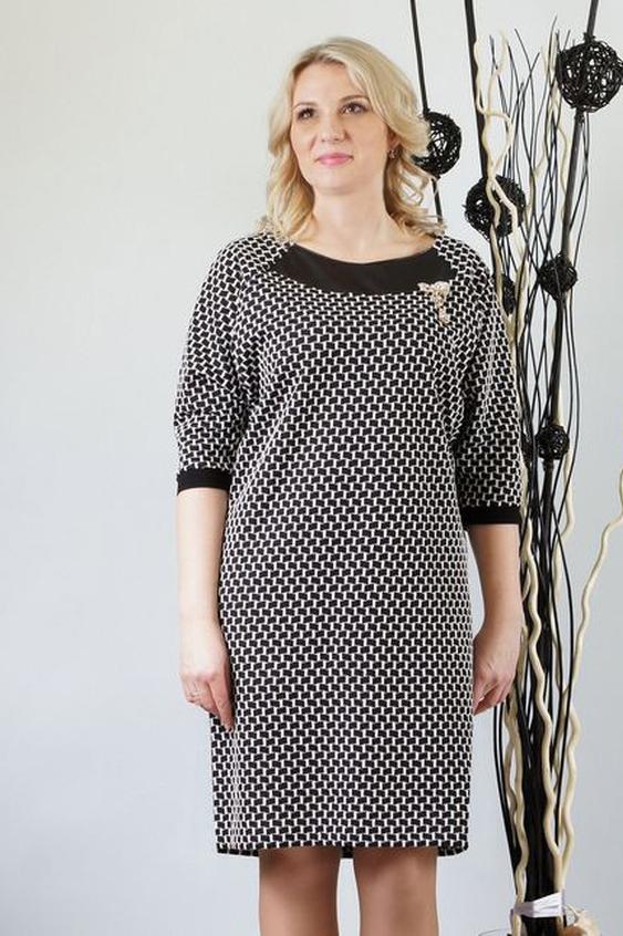 ПлатьеПлатья<br>Удлиненное трикотажное платье прямого силуэта с отделкой из кожи. Хлопковый жаккард дополняет  кокетка из кожи. Модель очень комфортная и одновременно нарядная. Спинка цельная, без отличительных особенностей. Рукава покроя реглан с  заниженной линией проймы. Рукава с плечевым швом, длиной 3/4, оканчиваются неширокой манжетой. Горловина округлая, умеренно расширенная.  Платье без броши.  Длина  до 48 размера - 971 см., после 50 размера - 101 см.   В изделии использованы цвета: черный, белый  Ростовка изделия 170 см.<br><br>Горловина: С- горловина<br>По длине: До колена<br>По материалу: Трикотаж,Хлопок<br>По образу: Город,Офис,Свидание<br>По рисунку: С принтом,Цветные<br>По силуэту: Прямые<br>По стилю: Офисный стиль,Повседневный стиль<br>Рукав: Рукав три четверти<br>По сезону: Осень,Весна,Зима<br>Размер : 48,50,52,54,58<br>Материал: Трикотаж<br>Количество в наличии: 6
