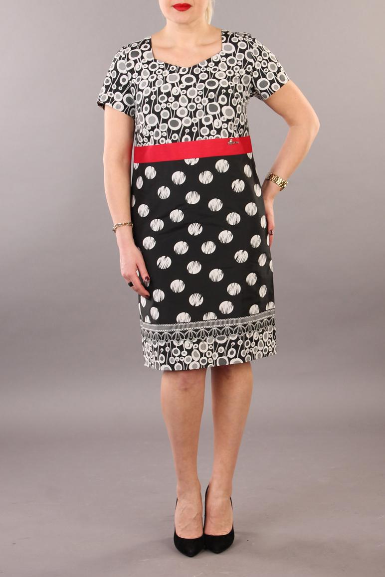 ПлатьеПлатья<br>Цветное платье с фигурной горловиной и короткими рукавами. Модель выполнена из приятного материала. Отличный выбор для повседневного гардероба.  В изделии использованы цвета: черный, белый, красный  Ростовка изделия 170 см.<br><br>Горловина: Фигурная горловина<br>По длине: Ниже колена<br>По материалу: Хлопок<br>По рисунку: В горошек,С принтом,Цветные<br>По сезону: Лето,Осень,Весна<br>По силуэту: Полуприталенные<br>По стилю: Повседневный стиль<br>По форме: Платье - трапеция<br>Рукав: Короткий рукав<br>Размер : 48,50,54<br>Материал: Плательная ткань<br>Количество в наличии: 3
