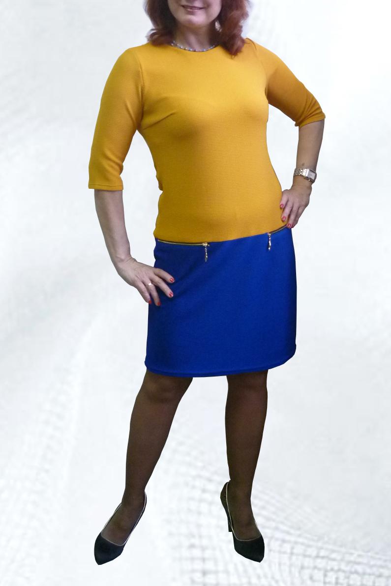 ПлатьеПлатья<br>Яркое платье с круглой горловиной и рукавами 3/4. Модель выполнена из приятного трикотажа. Отличный выбор для повседневного гардероба.  Цвет: желтый, синий  Рост девушки-фотомодели 164 см.<br><br>Горловина: С- горловина<br>По длине: До колена<br>По материалу: Вискоза,Трикотаж<br>По рисунку: Цветные<br>По сезону: Весна,Осень,Зима<br>По силуэту: Полуприталенные<br>По стилю: Повседневный стиль<br>По форме: Платье - футляр<br>По элементам: С молнией<br>Рукав: Рукав три четверти<br>Размер : 44,46,48,50,52,54,56<br>Материал: Трикотаж<br>Количество в наличии: 8