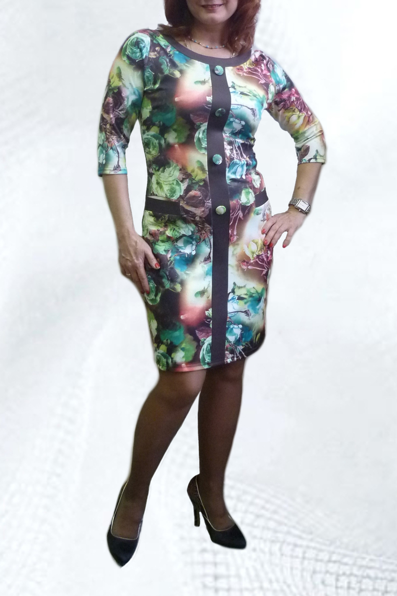 ПлатьеПлатья<br>Яркое платье с круглой горловиной и рукавами 3/4. Модель выполнена из приятного трикотажа. Отличный выбор для повседневного гардероба.  Цвет: зеленый, фиолетовый, голубой  Рост девушки-фотомодели 164 см.<br><br>По длине: До колена<br>По материалу: Вискоза,Трикотаж<br>По рисунку: Растительные мотивы,С принтом,Цветные,Цветочные<br>По сезону: Весна,Осень,Зима<br>По силуэту: Полуприталенные<br>По стилю: Повседневный стиль<br>По форме: Платье - футляр<br>По элементам: С отделочной фурнитурой<br>Рукав: Рукав три четверти<br>Размер : 46,48,52,56<br>Материал: Трикотаж<br>Количество в наличии: 8