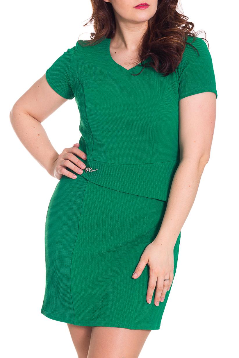 ПлатьеПлатья<br>Стильное платье приятного зеленого оттенка. Модель приталенного силуэта великолепно подчеркивает все достоинства Вашей фигуры. Платье украшено оригинальной вставкой по талии. Короткий рукав. Цвет: зеленый.  Рост девушки-фотомодели 180 см<br><br>Горловина: V- горловина<br>По длине: До колена<br>По материалу: Вискоза,Трикотаж<br>По рисунку: Однотонные<br>По силуэту: Приталенные<br>По стилю: Классический стиль,Повседневный стиль<br>По форме: Платье - футляр<br>По элементам: С декором<br>Рукав: Короткий рукав<br>По сезону: Лето,Осень,Весна<br>Размер : 46,48,54<br>Материал: Трикотаж<br>Количество в наличии: 3