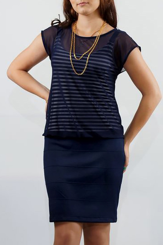 ПлатьеПлатья<br>Комфортное трикотажное платье с вшитым топом и верхом из вязанного гипюра.  Платье на пониженной талии с эффектом двуслойности лифа. Лиф представляет собой тонкий трикотажный топ на бретелях, юбка выполнена из плотного трикотажа в мелкий quot;рубчикquot;.    Длина изделия до 48 размера - 94 см., после 50 размера - 100 см.  В изделии использованы цвета: синий  Ростовка изделия 170 см.<br><br>Горловина: С- горловина<br>По длине: До колена<br>По материалу: Гипюровая сетка,Трикотаж<br>По сезону: Лето<br>По стилю: Повседневный стиль<br>По форме: Платье - футляр<br>Рукав: Короткий рукав<br>По рисунку: В полоску,Цветные<br>По силуэту: Полуприталенные<br>Размер : 48,50,58<br>Материал: Трикотаж + Гипюровая сетка<br>Количество в наличии: 5
