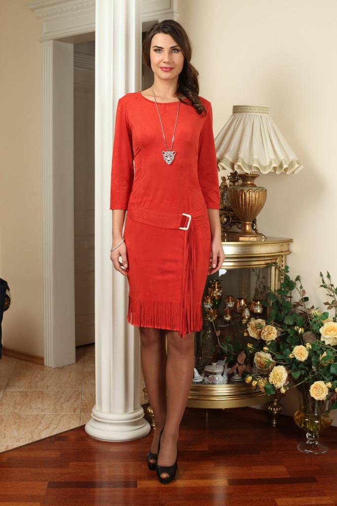 ПлатьеПлатья<br>Красивое платье с круглой горловиной и рукавами 3/4. Модель выполнена из мягкой замши. Отличный выбор для любого случая.  Платье без пояса.  Цвет: красный  Ростовка изделия 170 см.  Параметры (обхват груди; обхват талии; обхват бедер): 44 размер - 88; 66,4; 96 см 46 размер - 92; 70,6; 100 см 48 размер - 96; 74,2; 104 см 50 размер - 100; 90; 106 см 52 размер - 104; 94; 110 см 54-56 размер - 108-112; 98-102; 114-118 см 58-60 размер - 116-120; 106-110; 124-130 см<br><br>Горловина: С- горловина<br>По длине: До колена<br>По материалу: Замша<br>По рисунку: Однотонные<br>По силуэту: Приталенные<br>По стилю: Повседневный стиль<br>По форме: Платье - футляр<br>По элементам: С декором<br>Рукав: Рукав три четверти<br>По сезону: Осень,Весна,Зима<br>Размер : 50,52<br>Материал: Замша<br>Количество в наличии: 2