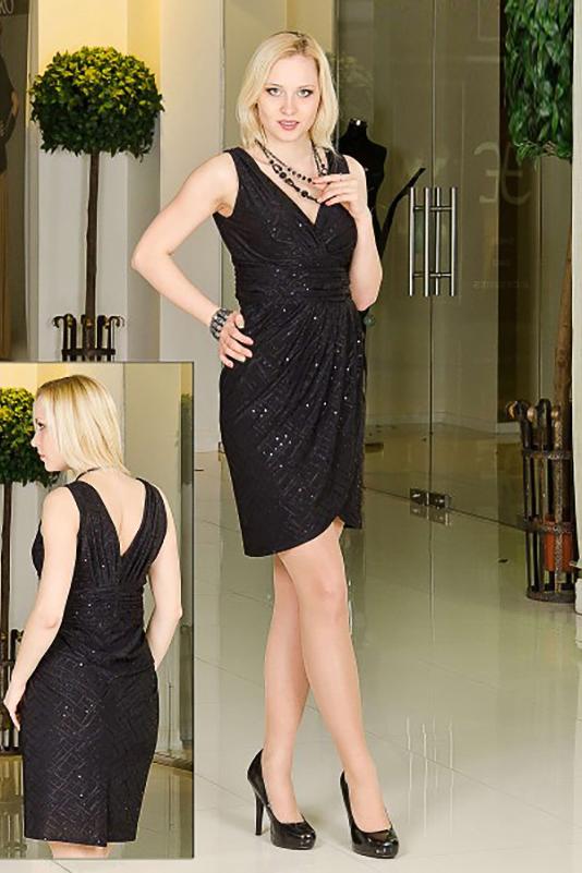 ПлатьеПлатья<br>Грациозное платье в греческом стиле. Лиф и юбка выполнены на запах.   Длина изделия в 50-54 размерах 98 см.  Цвет: черный<br><br>Горловина: V- горловина,Запах<br>По длине: До колена<br>По материалу: Трикотаж<br>По образу: Выход в свет,Свидание<br>По рисунку: Однотонные<br>По сезону: Весна,Всесезон,Зима,Лето,Осень<br>По силуэту: Полуприталенные<br>По стилю: Нарядный стиль,Греческий стиль<br>По форме: Платье - тюльпан<br>По элементам: Со складками<br>Рукав: Без рукавов<br>Размер : 46,48,50,52<br>Материал: Холодное масло<br>Количество в наличии: 6