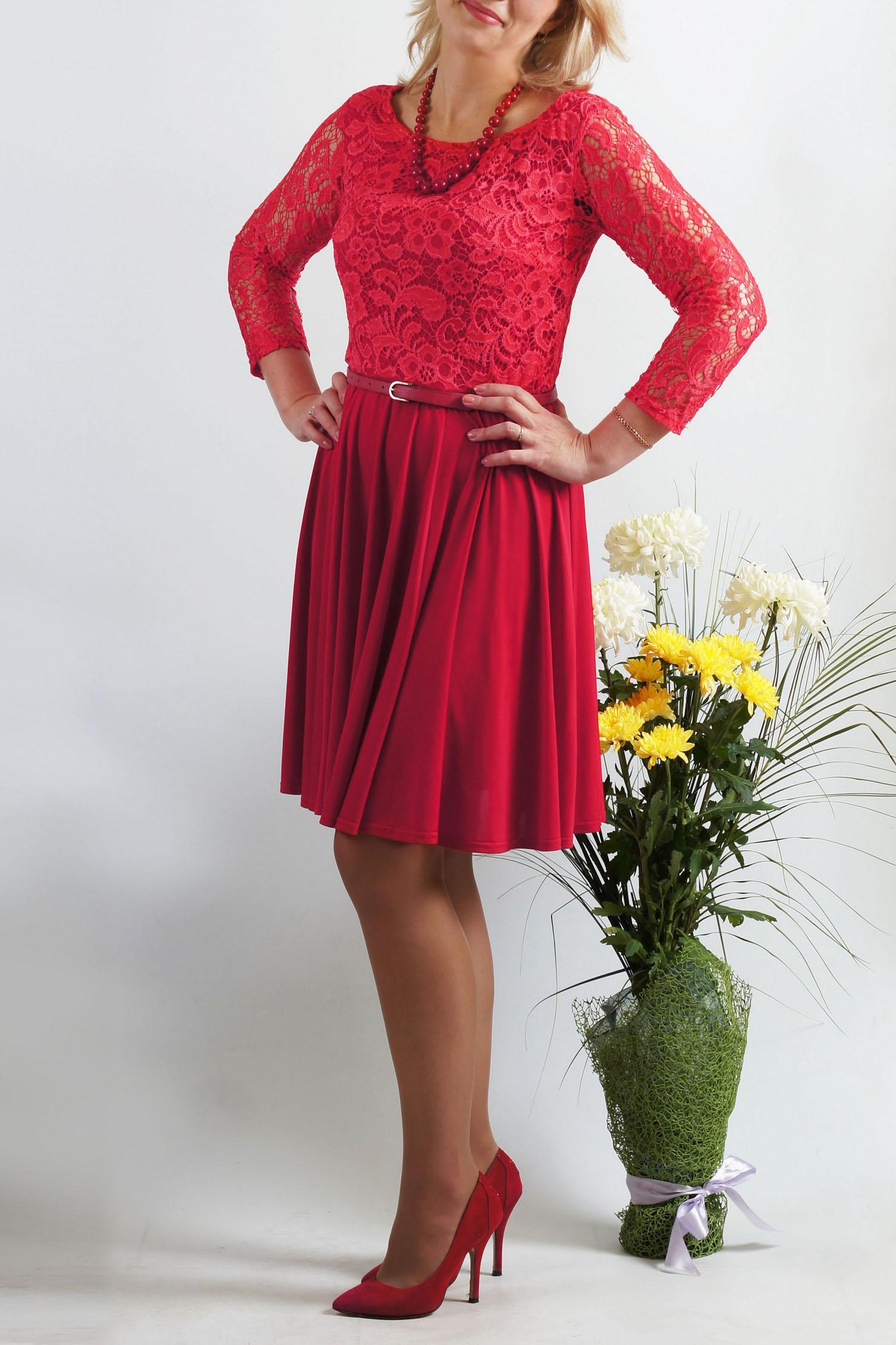 ПлатьеПлатья<br>Классическое платье для торжеств - верх выполнен из кружева, юбка солнце-клеш из струящегося трикотажа. Платье без пояса.  Длина 97 см в 46-48 размерах  Длина 103 см в 50-54 размерах  Цвет: красный  Параметры размеров: 42 размер - обхват груди 84 см., обхват талии 64 см., обхват бедер 92 см. 44 размер - обхват груди 88 см., обхват талии 68 см., обхват бедер 96 см. 46 размер - обхват груди 92 см., обхват талии 72 см., обхват бедер 100 см. 48 размер - обхват груди 96 см., обхват талии 76 см., обхват бедер 104 см. 50 размер - обхват груди 100 см., обхват талии 80 см., обхват бедер 108 см. 52 размер - обхват груди 104 см., обхват талии 85 см., обхват бедер 112 см. 54 размер - обхват груди 108 см., обхват талии 89 см., обхват бедер 116 см. 56 размер - обхват груди 112 см., обхват талии 94 см., обхват бедер 120 см. 58 размер - обхват груди 116 см., обхват талии 100 см., обхват бедер 124 см.  Ростовка изделия 167-173 см.<br><br>Горловина: С- горловина<br>По длине: До колена<br>По материалу: Гипюр,Трикотаж<br>По рисунку: Однотонные,Фактурный рисунок<br>По сезону: Весна,Зима,Лето,Осень,Всесезон<br>По силуэту: Приталенные<br>По стилю: Нарядный стиль,Вечерний стиль<br>По форме: Платье - трапеция<br>Рукав: Длинный рукав<br>Размер : 46,48,50<br>Материал: Холодное масло + Гипюр<br>Количество в наличии: 3