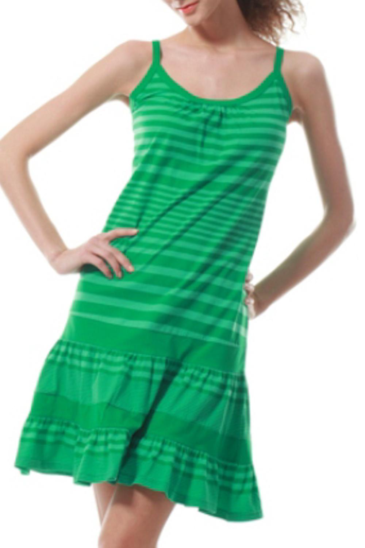 ПлатьеПлатья<br>Трикотажное домашнее платье. Домашняя одежда, прежде всего, должна быть удобной, практичной и красивой. В нашей домашней одежде Вы будете чувствовать себя комфортно, особенно, по вечерам после трудового дня.  Цвет: зеленый<br><br>Бретели: Тонкие бретели<br>Горловина: С- горловина<br>По длине: До колена<br>По материалу: Трикотаж,Хлопок<br>По рисунку: В полоску,Цветные<br>По силуэту: Полуприталенные<br>По форме: Платья<br>Рукав: Без рукавов<br>По сезону: Лето<br>Размер : 42<br>Материал: Трикотаж<br>Количество в наличии: 5