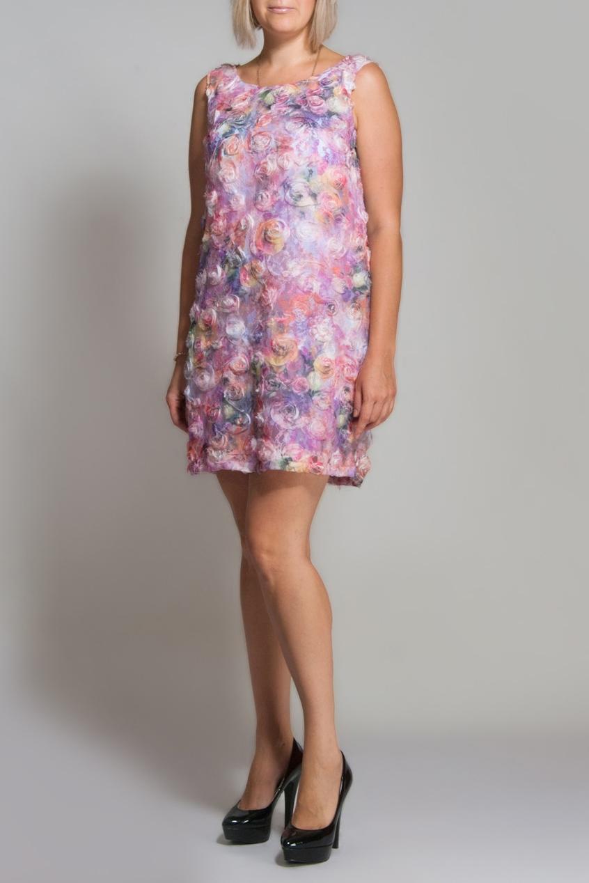 ПлатьеПлатья<br>Элегантное платье-чехол из необычной ткани. На прозрачный гипюр нашиты шифоновые цветы. Сзади по спинки выкат 15 см. Отличный коктейльный вариант.  В изделии использованы цвета: розовый и др.  Для просмотра платья для девочки вбейте в строке поиска артикул SD(34)-EEK, SD(35)-EE, KSD(36)-EEK,  или SD(37)-EEK.  Ростовка изделия 170-182 см.<br><br>Горловина: С- горловина<br>По длине: До колена<br>По рисунку: Растительные мотивы,С принтом,Цветные,Цветочные<br>По сезону: Весна,Зима,Лето,Осень,Всесезон<br>По стилю: Летний стиль,Нарядный стиль,Повседневный стиль,Романтический стиль<br>Рукав: Без рукавов<br>По материалу: Гипюровая сетка<br>По силуэту: Полуприталенные<br>По элементам: С декором<br>Размер : 40,42<br>Материал: Гипюровая сетка<br>Количество в наличии: 2
