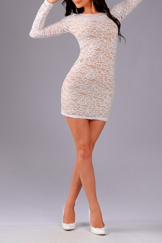 ПлатьеПлатья<br>Шикарное, женственное платье приталенного силуэта с округлой горловиной и длинными рукавами. В этом платье Вы не останетесь незамеченной.  Цвет: белый.  Рост девушки-фотомодели 170 см<br><br>Горловина: С- горловина<br>По длине: До колена,Мини<br>По материалу: Гипюр<br>По рисунку: Однотонные,Растительные мотивы,С принтом,Фактурный рисунок,Цветные,Цветочные<br>По сезону: Весна,Зима,Лето,Осень,Всесезон<br>По силуэту: Обтягивающие,Приталенные<br>По стилю: Молодежный стиль,Нарядный стиль,Романтический стиль,Ультрамодный стиль,Вечерний стиль<br>По форме: Платье - карандаш,Платье - футляр<br>По элементам: С декором,С подкладом<br>Рукав: Длинный рукав<br>Размер : 42,44,46<br>Материал: Гипюр<br>Количество в наличии: 3