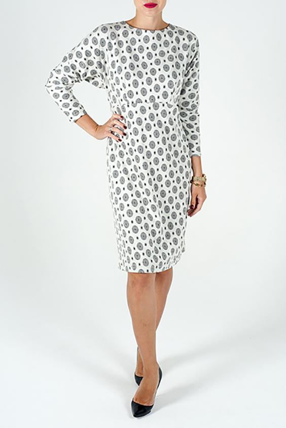 ПлатьеПлатья<br>Цветное платье с круглой горловиной и рукавами 3/4. Модель выполнена из приятного трикотажа. Отличный выбор для повседневного гардероба.  В изделии использованы цвета: белый, серый, черный  Ростовка изделия 170 см.<br><br>Горловина: С- горловина<br>По длине: До колена<br>По материалу: Вискоза,Трикотаж<br>По рисунку: С принтом,Цветные<br>По силуэту: Полуприталенные<br>По стилю: Повседневный стиль<br>По форме: Платье - футляр<br>По элементам: С молнией,С отделочной фурнитурой<br>Рукав: Рукав три четверти<br>По сезону: Осень,Весна,Зима<br>Размер : 46,48<br>Материал: Трикотаж<br>Количество в наличии: 2