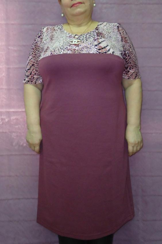 ПлатьеПлатья<br>Замечательное женское платье с округлой горловиной. Длина рукава до локтя.  Цвет: приглущенный темно-розовый.  Рост девушки-фотомодели 167 см<br><br>Горловина: С- горловина<br>По длине: Ниже колена<br>По материалу: Вискоза,Трикотаж<br>По образу: Город,Свидание<br>По рисунку: Однотонные,Рептилия,Цветные<br>По сезону: Весна,Осень<br>По силуэту: Полуприталенные,Прямые<br>По стилю: Повседневный стиль<br>По форме: Платье - футляр<br>По элементам: С декором<br>Рукав: До локтя<br>Размер : 56,58<br>Материал: Джерси<br>Количество в наличии: 2