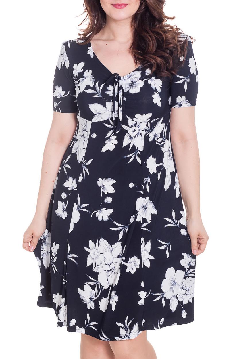 ПлатьеПлатья<br>Элегантное и женственное платье, которое подойдет любому типу фигуры, выполненное из приятного телу трикотажа.  Цвет: темно-синий, белый  Рост девушки-фотомодели 180 см<br><br>Горловина: V- горловина<br>По длине: Ниже колена<br>По материалу: Вискоза,Трикотаж<br>По рисунку: Растительные мотивы,С принтом,Цветные,Цветочные<br>По силуэту: Полуприталенные<br>По стилю: Повседневный стиль<br>По форме: Платье - трапеция<br>По элементам: С декором<br>Рукав: Короткий рукав<br>По сезону: Лето<br>Размер : 50<br>Материал: Холодное масло<br>Количество в наличии: 1