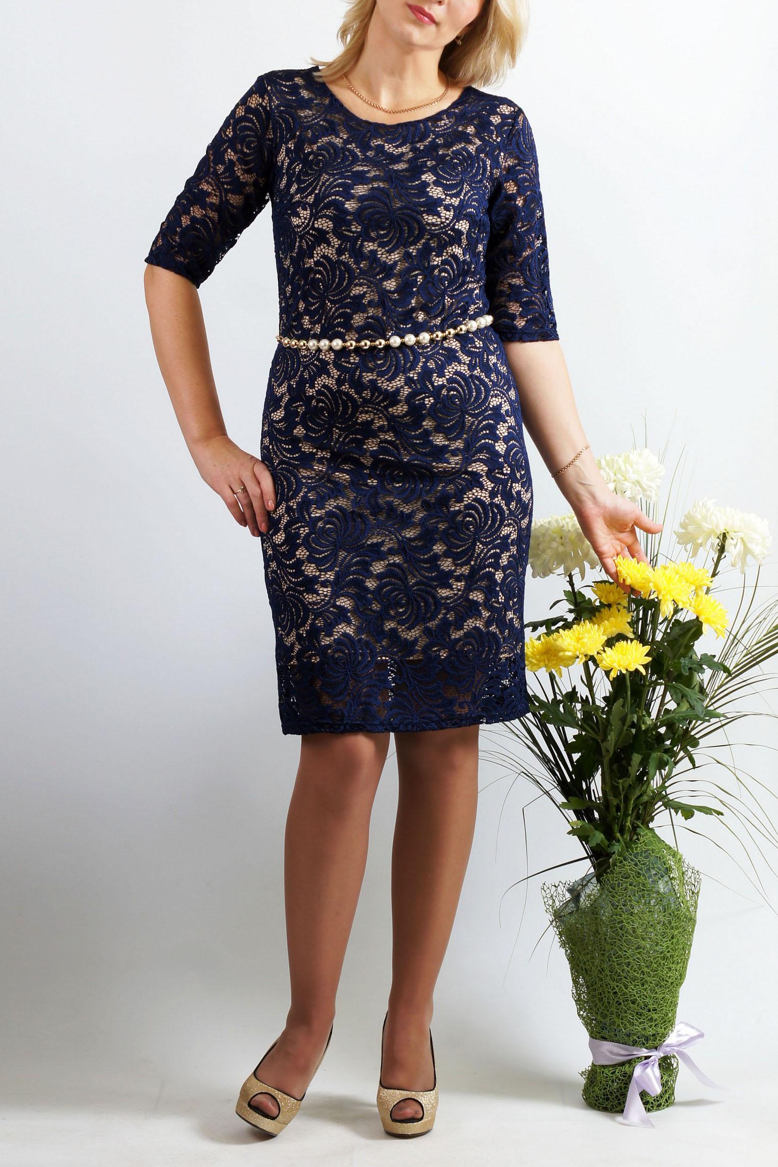 ПлатьеПлатья<br>Женственное платье облегающего покроя из высококачественного эластичного кружева. Эта двухслойная модель сформирует Ваш силуэт. Красивый цвет добавит изысканности и женственности в Ваш образ. Спереди нагрудные вытачки из бокового шва. Спинка со средним швом, без отличительных особенностей. Великолепный вырез горловины: округлый по переду и V-образный по спинке выгодно подчеркнет Вашу шею и грудь. Платье без пояса.  Платье на трикотажной подкладке.  Длина около 80 см.   Цвет: темно-синий  Параметры размеров: 42 размер - обхват груди 84 см., обхват талии 64 см., обхват бедер 92 см. 44 размер - обхват груди 88 см., обхват талии 68 см., обхват бедер 96 см. 46 размер - обхват груди 92 см., обхват талии 72 см., обхват бедер 100 см. 48 размер - обхват груди 96 см., обхват талии 76 см., обхват бедер 104 см. 50 размер - обхват груди 100 см., обхват талии 80 см., обхват бедер 108 см. 52 размер - обхват груди 104 см., обхват талии 85 см., обхват бедер 112 см. 54 размер - обхват груди 108 см., обхват талии 89 см., обхват бедер 116 см. 56 размер - обхват груди 112 см., обхват талии 94 см., обхват бедер 120 см. 58 размер - обхват груди 116 см., обхват талии 100 см., обхват бедер 124 см.  Ростовка изделия 167-173 см.<br><br>Горловина: С- горловина<br>По длине: До колена<br>По материалу: Гипюр,Трикотаж<br>По рисунку: Однотонные<br>По сезону: Весна,Зима,Лето,Осень,Всесезон<br>По силуэту: Приталенные<br>По стилю: Нарядный стиль,Вечерний стиль<br>По форме: Платье - футляр<br>По элементам: С подкладом<br>Рукав: Рукав три четверти<br>Размер : 46,48,50,54<br>Материал: Холодное масло + Гипюр<br>Количество в наличии: 4
