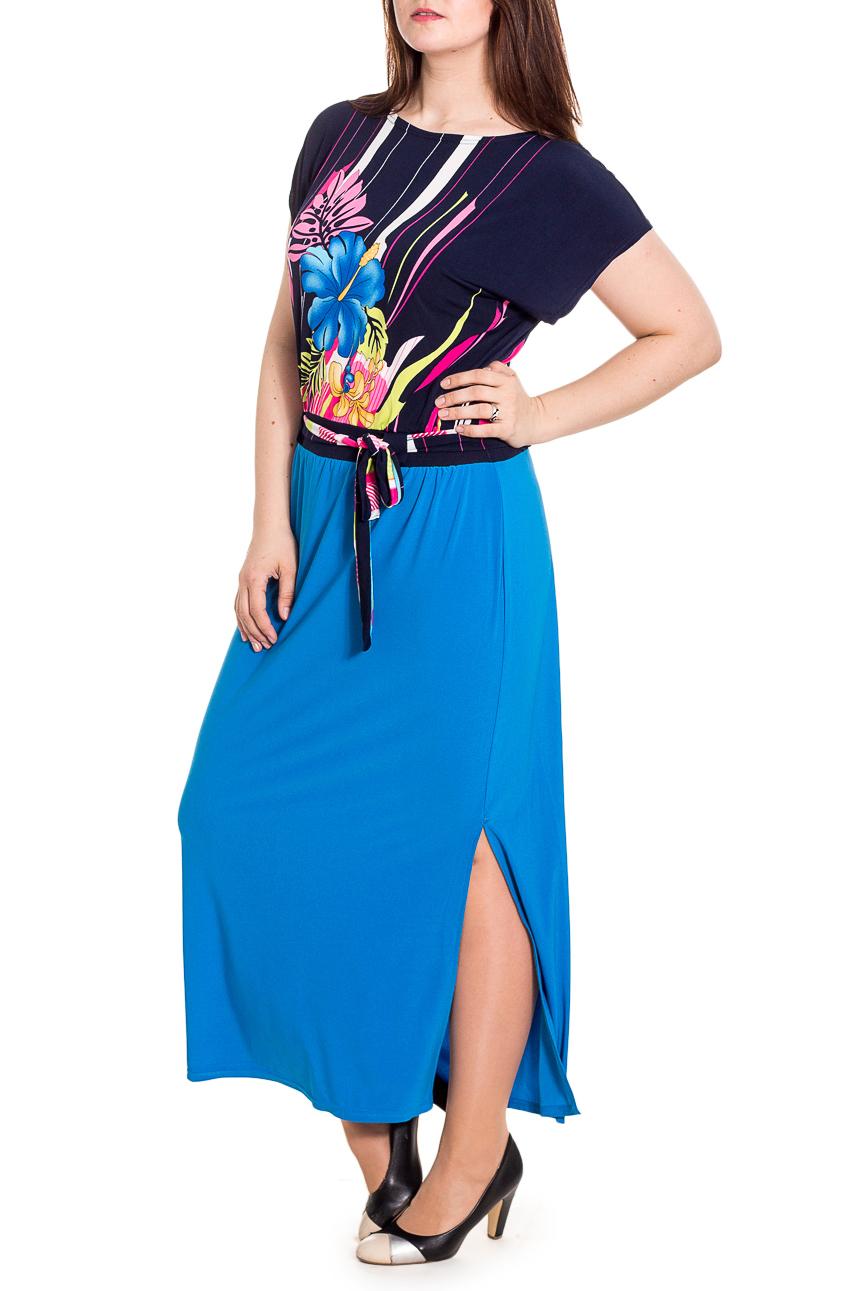 ПлатьеПлатья<br>Яркое платье приталенного кроя - это дивный вариант на лето. Украшена модель контрастным рисунком.  Цвет: голубой, синий и др.  Рост девушки-фотомодели 180 см<br><br>Горловина: С- горловина<br>По длине: Макси<br>По материалу: Вискоза,Трикотаж<br>По рисунку: С принтом,Цветные<br>По силуэту: Полуприталенные<br>По стилю: Летний стиль,Повседневный стиль,Романтический стиль<br>По элементам: С декором,С разрезом<br>Разрез: Длинный<br>Рукав: Короткий рукав<br>По сезону: Лето<br>Размер : 48,50,52,54,56,58<br>Материал: Холодное масло<br>Количество в наличии: 17