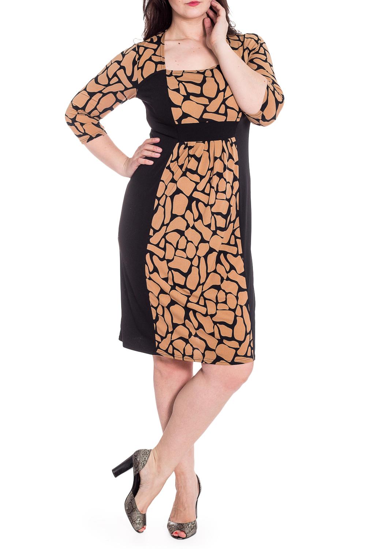 ПлатьеПлатья<br>Стильное платье из вискозы с ярким графичным принтом. Боковые линии эффектно выполнены в черном цвете, что выгодно подчеркивает фигуру, а складочки под грудью скроют животик.   Ростовка изделия 167-173 см.  В изделии использованы цвета: бежевый, черный  Длина изделия по спинке 103-113 см. в зависимости от размера.  Параметры размеров: 42 размер - обхват груди 84 см., обхват талии 64 см., обхват бедер 92 см. 44 размер - обхват груди 88 см., обхват талии 68 см., обхват бедер 96 см. 46 размер - обхват груди 92 см., обхват талии 72 см., обхват бедер 100 см. 48 размер - обхват груди 96 см., обхват талии 76 см., обхват бедер 104 см. 50 размер - обхват груди 100 см., обхват талии 80 см., обхват бедер 108 см. 52 размер - обхват груди 104 см., обхват талии 85 см., обхват бедер 112 см. 54 размер - обхват груди 108 см., обхват талии 89 см., обхват бедер 116 см. 56 размер - обхват груди 112 см., обхват талии 94 см., обхват бедер 120 см. 58 размер - обхват груди 116 см., обхват талии 100 см., обхват бедер 124 см.  Рост девушки-фотомодели 180 см.<br><br>Горловина: Квадратная горловина<br>По длине: Ниже колена<br>По материалу: Трикотаж<br>По рисунку: С принтом,Цветные<br>По силуэту: Приталенные<br>По стилю: Повседневный стиль<br>По форме: Платье - футляр<br>Рукав: Рукав три четверти<br>По сезону: Осень,Весна<br>Размер : 52<br>Материал: Холодное масло<br>Количество в наличии: 1