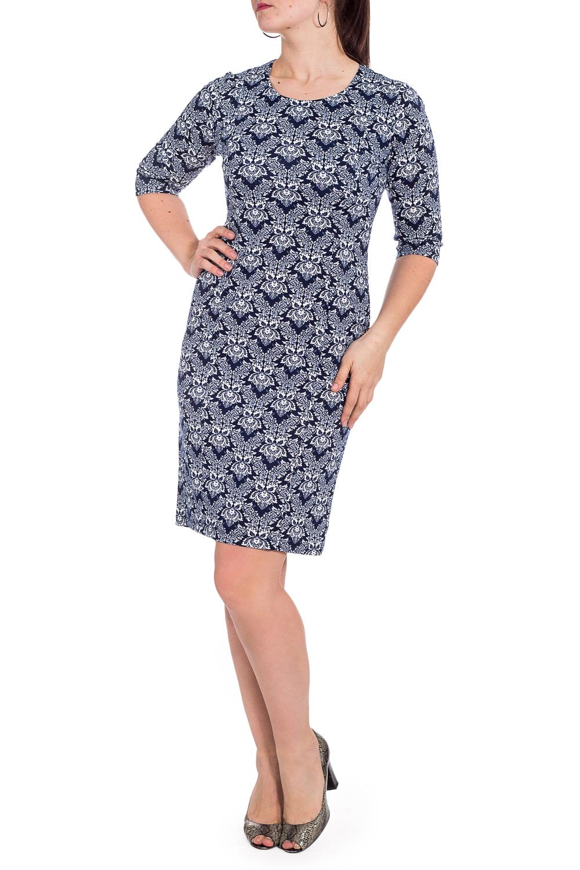 ПлатьеПлатья<br>Цветное платье футлярного типа с круглой горловиной и рукавами 3/4. Модель выполнена из приятного трикотажа. Отлиный выбор для повседневного гардероба.  В изделии использованы цвета: синий, белый.  Рост девушки-фотомодели 180 см.<br><br>Горловина: С- горловина<br>По длине: До колена<br>По материалу: Вискоза,Трикотаж<br>По рисунку: С принтом,Цветные,Этнические<br>По силуэту: Полуприталенные<br>По стилю: Повседневный стиль<br>По форме: Платье - футляр<br>Рукав: Рукав три четверти<br>По сезону: Осень,Весна,Зима<br>Размер : 48,50,52,54,56<br>Материал: Джерси<br>Количество в наличии: 15