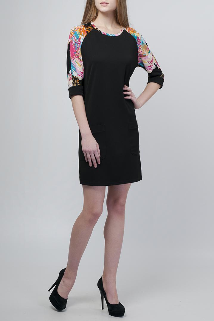 ПлатьеПлатья<br>Оригинальное платье полуприлегающего силуэта. Яркий принт модели делает эффектным повседневный образ и является стильным решением для Вашего гардероба.   Параметры изделия:  42 размер: полуобхват по линии бедер - 47,5 см, длина по спинке - 89,5 см,  50 размер: полуобхват по линии бедер - 55,5 см, длина по спинке - 100 см.  Цвет: черный, мультицвет  Рост девушки-фотомодели 170 см<br><br>Горловина: С- горловина<br>По длине: До колена<br>По материалу: Трикотаж<br>По образу: Город,Свидание<br>По рисунку: С принтом,Цветные<br>По силуэту: Полуприталенные<br>По стилю: Повседневный стиль<br>По форме: Платье - трапеция<br>По элементам: С манжетами<br>Рукав: Рукав три четверти<br>По сезону: Осень,Весна<br>Размер : 42,44,46,48<br>Материал: Трикотаж<br>Количество в наличии: 4