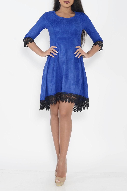 ПлатьеПлатья<br>Интересное платье с небольшим шлейфом. Модель выполнена из замши с гипюровой отделкой. Отличный выбор для любого случая.  Цвет: синий, черный  Ростовка изделия 170 см<br><br>Горловина: С- горловина<br>По длине: До колена<br>По материалу: Гипюр,Замша<br>По рисунку: Однотонные<br>По силуэту: Полуприталенные<br>По стилю: Повседневный стиль<br>По форме: Платье - трапеция<br>По элементам: С фигурным низом<br>Рукав: Рукав три четверти<br>По сезону: Осень,Весна,Зима<br>Размер : 42,44<br>Материал: Искусственная замша<br>Количество в наличии: 2