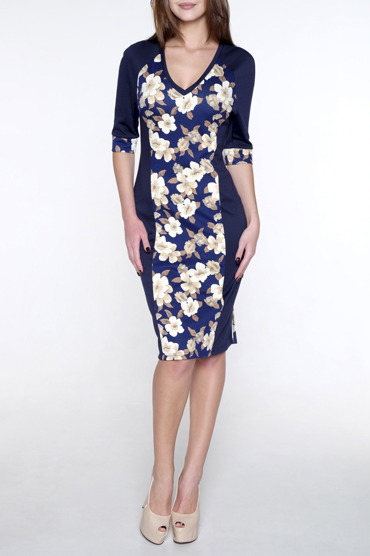 ПлатьеПлатья<br>Женское платье полуприлегающего силуэта. Рельефы по полочке и спинке. Сзади по спинке небольшие разрезы в рельефах. Рукав реглан, манжета по низу рукава, длина 37 см. Спинка с цветочным принтом. Горловина V-образная с узкой обтачкой.   Длина платья 105 см.  В изделии использованы цвета: синий, бежевый и др.  Ростовка изделия 170 см.<br><br>Горловина: V- горловина<br>По длине: До колена<br>По материалу: Трикотаж<br>По рисунку: Растительные мотивы,С принтом,Цветные,Цветочные<br>По силуэту: Приталенные<br>По стилю: Повседневный стиль<br>По форме: Платье - футляр<br>По элементам: С манжетами<br>Рукав: Рукав три четверти<br>По сезону: Осень,Весна<br>Размер : 44,50<br>Материал: Трикотаж<br>Количество в наличии: 3