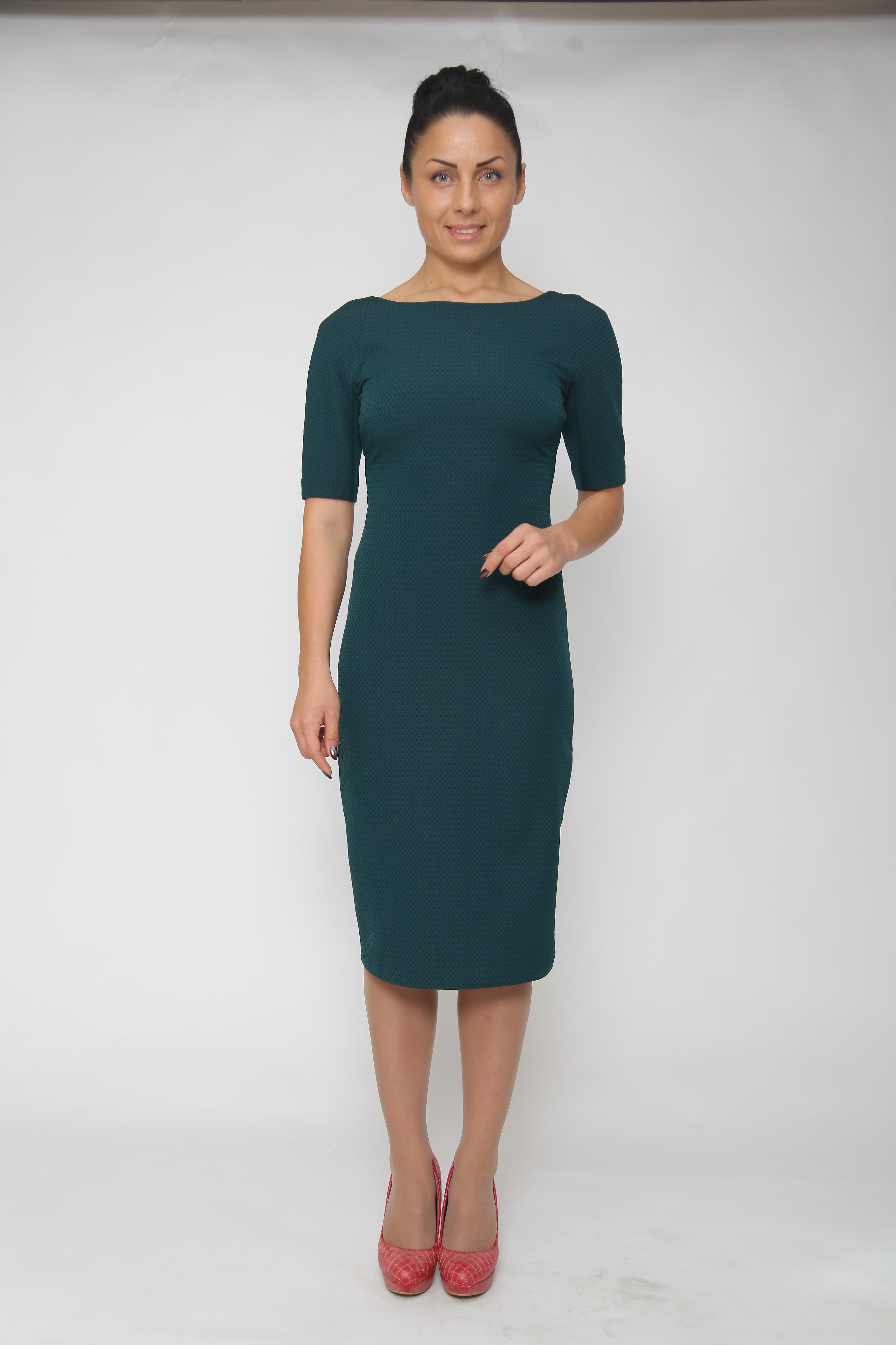 ПлатьеПлатья<br>Элегантное женское платье футляр с горловиной лодочка. Рукав 3/4. Отличный выбор для повседневного и делового гардероба. Спинка изделия из основной ткани.  Цвет: зеленый  Ростовка изделия 164 см.<br><br>По образу: Город,Свидание<br>По стилю: Классический стиль,Повседневный стиль<br>По материалу: Вискоза,Трикотаж<br>По рисунку: Однотонные<br>По сезону: Осень,Весна<br>По силуэту: Приталенные<br>По форме: Платье - футляр<br>По длине: Ниже колена<br>Рукав: Рукав три четверти<br>Горловина: Лодочка<br>Размер: 44,46,48<br>Материал: 65% вискоза 30% нейлон 5% спандекс<br>Количество в наличии: 2