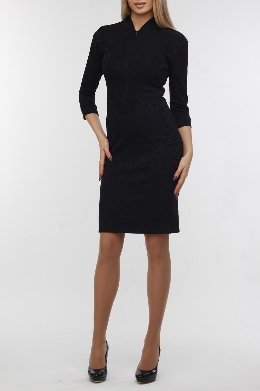 ПлатьеПлатья<br>Это стильное и очень комфортное платье уместным будет и во время торжества благодаря своей эффектной фактуре и в деловой обстановке, благодаря своей лаконичности. Оно выполнено из очень плотного и эластичного жаккардового трикотажа. Горловина оформлена воротником-стойкой, на полочке — потайная молния, позволяющая регулировать глубину декольте по своему выбору. Рукав со спущенной проймой имеет длину три четверти и манжет.  В изделии использованы цвета: темно-синий  Рост девушки-фотомодели 178 см<br><br>Горловина: V- горловина<br>По длине: До колена<br>По материалу: Жаккард<br>По рисунку: Однотонные,Фактурный рисунок<br>По сезону: Зима,Осень,Весна<br>По силуэту: Приталенные<br>По стилю: Классический стиль,Офисный стиль,Повседневный стиль<br>По форме: Платье - футляр<br>Рукав: Рукав три четверти<br>Размер : 44,48<br>Материал: Жаккард<br>Количество в наличии: 2
