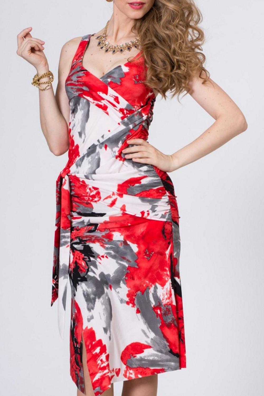 ПлатьеПлатья<br>Яркое женское платье без рукавов. Модель выполнена из приятного материала. Отличный выбор для повседневного гардероба.   Цвет: красный, белый, серый<br><br>Горловина: V- горловина,Запах<br>По длине: Ниже колена<br>По материалу: Тканевые<br>По рисунку: Цветные,Растительные мотивы,С принтом,Цветочные<br>По стилю: Повседневный стиль<br>По элементам: С разрезом,Со складками,С фигурным низом<br>По сезону: Лето<br>По силуэту: Приталенные<br>По форме: Платье - футляр<br>Разрез: Короткий<br>Рукав: Без рукавов<br>Размер : 42,44,46<br>Материал: Полиэстер<br>Количество в наличии: 6