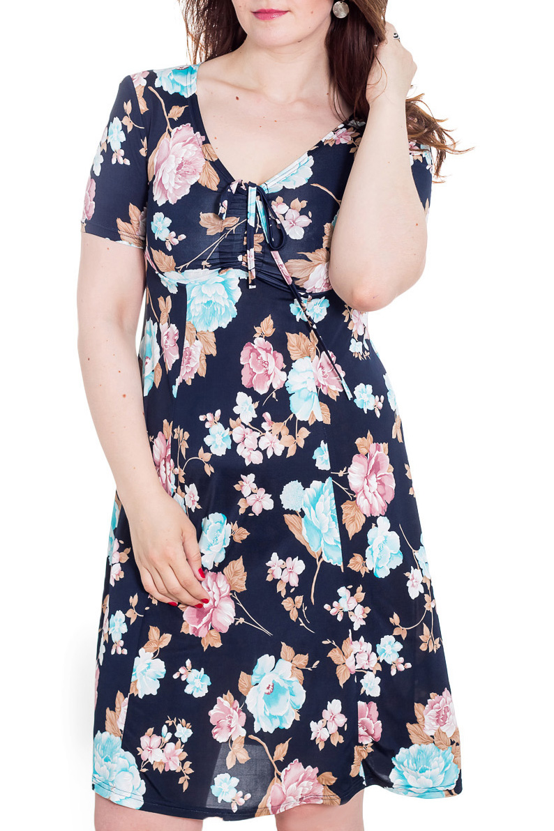 ПлатьеПлатья<br>Цветное женское платье с V-образной горловиной и коротким рукавом. Модель полуприталенного силуэта из приятного трикотажа. Отличный вариант для повседневного гардероба  Цвет: синий, голубой, розовый  Рост девушки-фотомодели 180 см<br><br>Горловина: V- горловина<br>По длине: До колена<br>По материалу: Вискоза,Трикотаж<br>По образу: Город,Свидание<br>По рисунку: Растительные мотивы,С принтом,Цветные,Цветочные<br>По силуэту: Полуприталенные<br>По стилю: Повседневный стиль<br>По форме: Платье - трапеция<br>Рукав: Короткий рукав<br>По сезону: Лето<br>Размер : 50,54<br>Материал: Холодное масло<br>Количество в наличии: 2