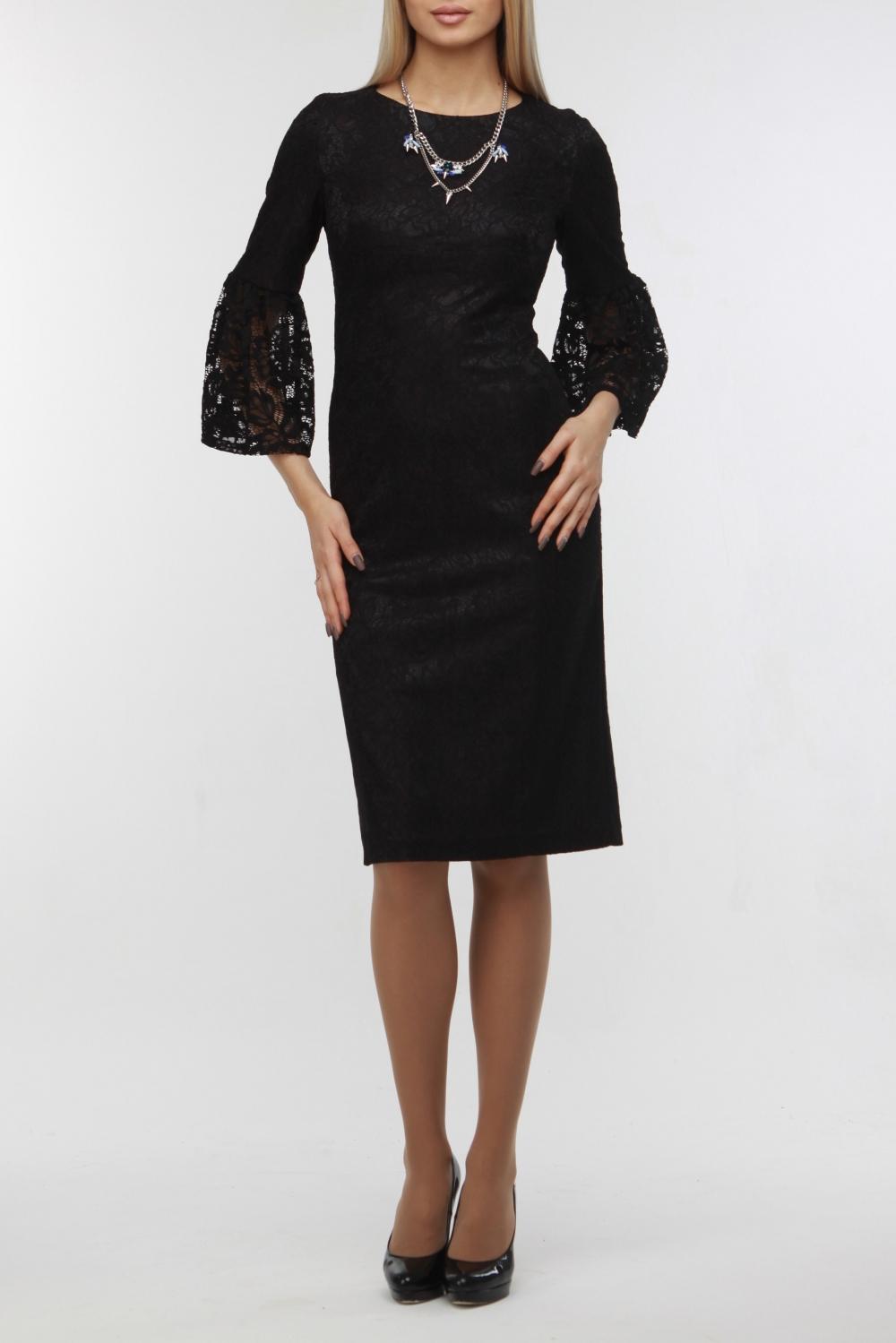 ПлатьеПлатья<br>Нарядное платье приталенного силуэта с интересными рукавами. Модель выполнена из гладкого атласа и ажурного гипюра. Отличный выбор для любого торжества.  В изделии использованы цвета: черный  Рост девушки-фотомодели 178 см<br><br>Горловина: С- горловина<br>По длине: Ниже колена<br>По материалу: Атлас,Гипюр<br>По рисунку: Однотонные<br>По сезону: Весна,Зима,Лето,Осень,Всесезон<br>По силуэту: Приталенные<br>По стилю: Нарядный стиль<br>По форме: Платье - футляр<br>По элементам: С разрезом<br>Разрез: Короткий,Шлица<br>Рукав: Рукав три четверти<br>Размер : 46,54<br>Материал: Атлас + Гипюр<br>Количество в наличии: 2