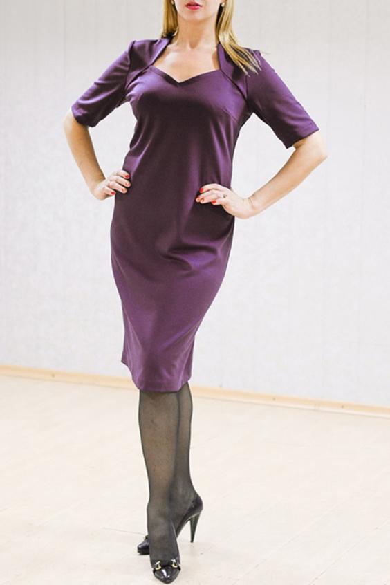 ПлатьеПлатья<br>Великолепное платье с фигурной горловиной и рукавами до локтя. Модель выполнена из однотонного трикотажа. Отличный выбор для повседневного гардероба.Цвет: баклажанРост девушки-фотомодели 170 см<br><br>Рукав: До локтя<br>Горловина: Фигурная горловина<br>Длина: Ниже колена<br>Материал: Вискоза,Трикотаж<br>Рисунок: Однотонные<br>Сезон: Весна,Осень,Зима<br>Силуэт: Полуприталенные<br>Стиль: Офисный стиль,Повседневный стиль<br>Форма: Платье - футляр<br>Размер : 54<br>Материал: Джерси<br>Количество в наличии: 1