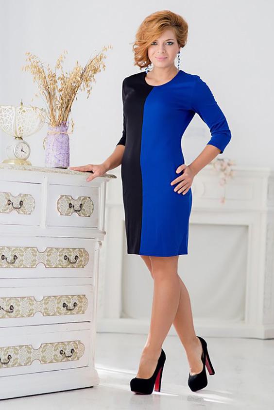 ПлатьеПлатья<br>Красивое платье с круглой горловиной и рукавами 3/4. Модель выполнена из приятного материала. Отличный выбор для любого случая.  Ростовка изделия 170 см.  Цвет: черный, синий<br><br>Горловина: С- горловина<br>По длине: До колена<br>По материалу: Трикотаж<br>По рисунку: Цветные<br>По силуэту: Приталенные<br>По стилю: Повседневный стиль<br>По форме: Платье - футляр<br>Рукав: Рукав три четверти<br>По сезону: Осень,Весна,Зима<br>Размер : 42,44,46,48<br>Материал: Джерси<br>Количество в наличии: 4