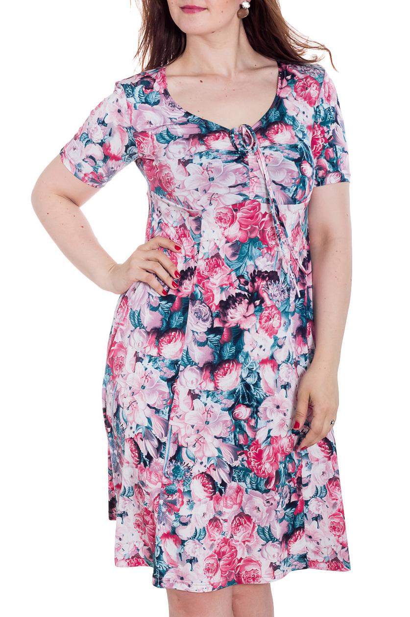 ПлатьеПлатья<br>Цветное женское платье с V-образной горловиной и коротким рукавом. Модель полуприталенного силуэта из приятного трикотажа. Отличный вариант для повседневного гардероба  Цвет: розовый, голубой  Рост девушки-фотомодели 180 см<br><br>Горловина: V- горловина<br>По длине: До колена<br>По материалу: Вискоза,Трикотаж<br>По рисунку: Растительные мотивы,С принтом,Цветные,Цветочные<br>По силуэту: Полуприталенные<br>По стилю: Повседневный стиль<br>По форме: Платье - трапеция<br>Рукав: Короткий рукав<br>По сезону: Лето<br>Размер : 48,50<br>Материал: Холодное масло<br>Количество в наличии: 2