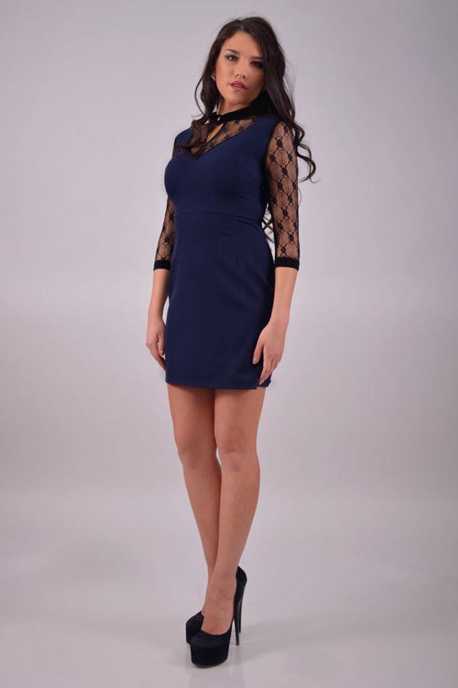 ПлатьеПлатья<br>Повседневно-нарядное платье прекрасно подойдет как для праздника, так и для романтичной встречи. В этом платье Вы будете выглядеть очаровательно на любом вечере.  Цвет: синий, черный.<br><br>По образу: Офис,Свидание,Выход в свет,Город<br>По стилю: Повседневный стиль,Романтический стиль,Нарядный стиль<br>По материалу: Гипюр,Тканевые<br>По рисунку: Однотонные<br>По сезону: Лето,Осень,Весна,Всесезон,Зима<br>По силуэту: Приталенные<br>По элементам: С завышенной талией,С манжетами,С воротником,С декором<br>По форме: Платье - футляр<br>По длине: До колена<br>Воротник: Стойка<br>Рукав: Рукав три четверти<br>Размер: 44,48,50<br>Материал: 65% хлопок 35% полиэстер<br>Количество в наличии: 3