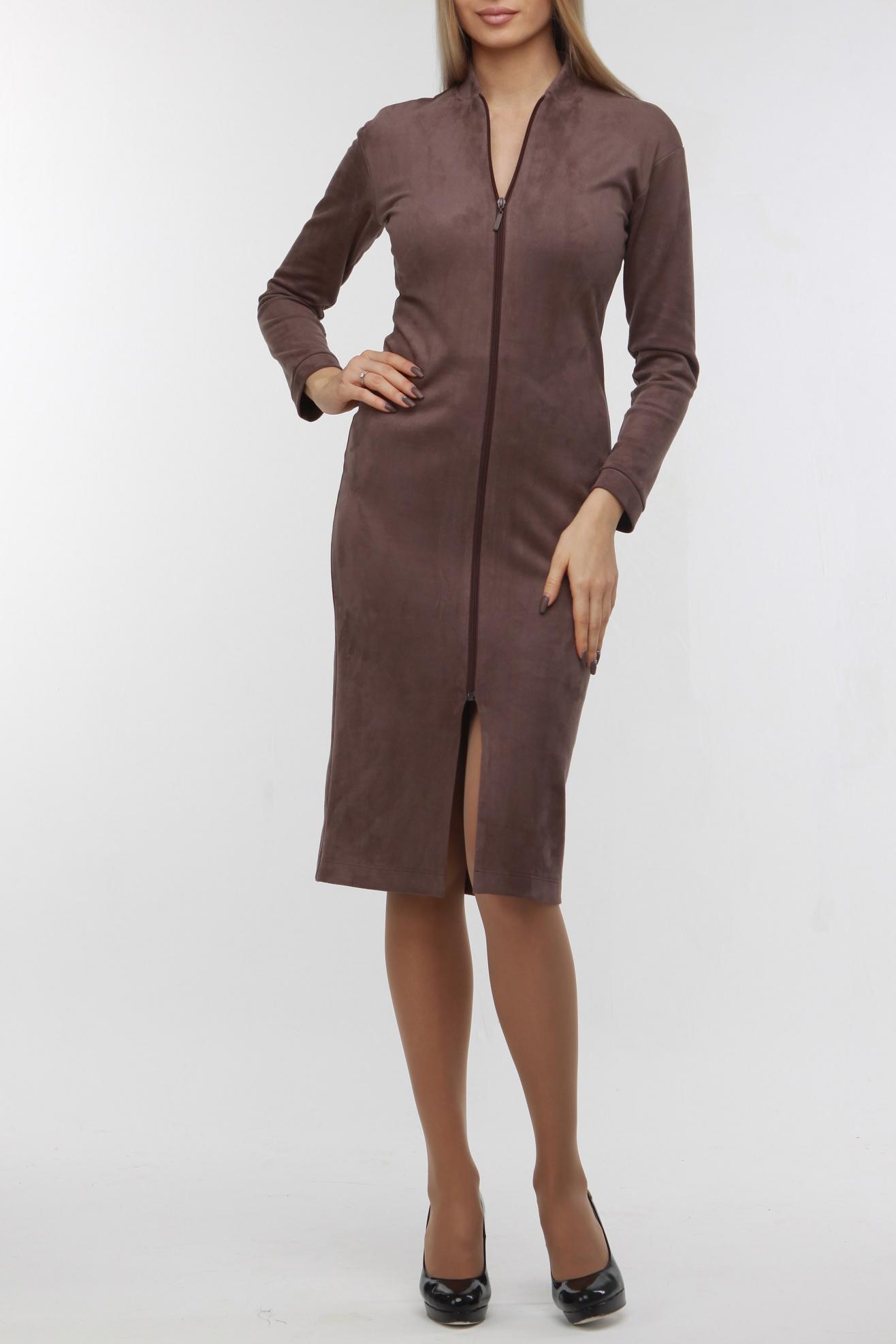 ПлатьеПлатья<br>Эффектное платье приталенного силуэта с застежкой молнией. Модель выполнена из мягкой замши. Отличный выбор для повседневного гардероба.  В изделии исползованы цвета: коричневый  Рост девушки-фотомодели 176 см.<br><br>Горловина: V- горловина<br>По длине: Ниже колена<br>По материалу: Замша<br>По рисунку: Однотонные<br>По сезону: Осень,Зима<br>По силуэту: Приталенные<br>По стилю: Кэжуал,Офисный стиль,Повседневный стиль<br>По форме: Платье - футляр<br>По элементам: С молнией<br>Рукав: Длинный рукав<br>Размер : 50<br>Материал: Замша<br>Количество в наличии: 1