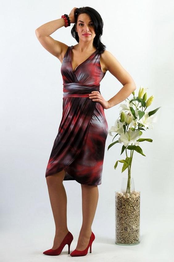 Платье черное платье со складками 46