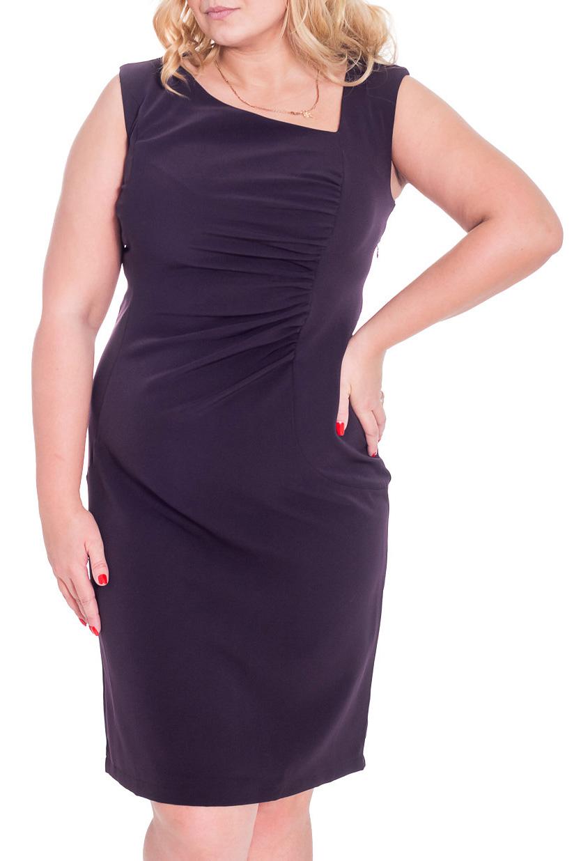 ПлатьеПлатья<br>Асимметричное женское платье. Модель выполнена из приятного материала. Асимметричный вырез горловины, драпировка по левому рельефному шву, закругленные рельефы на линии бедер, шлица в среднем шве сзади.  Цвет: фиолетовый  Рост девушки-фотомодели 170 см.<br><br>По длине: Ниже колена<br>По материалу: Костюмные ткани,Тканевые<br>По рисунку: Однотонные<br>По сезону: Весна,Осень<br>По силуэту: Полуприталенные<br>По стилю: Повседневный стиль<br>По форме: Платье - футляр<br>По элементам: Со складками<br>Рукав: Без рукавов<br>Горловина: Фигурная горловина<br>Размер : 44,46,48,52<br>Материал: Костюмно-плательная ткань<br>Количество в наличии: 5