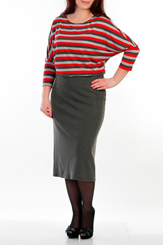 ПлатьеПлатья<br>Платье с классической юбкой, цельнокройный рукав летучая мышь. Модель выполнена из приятного трикотажа. Отличный выбор для повседневного гардероба. У изделия в районе талии вставлена резинка.  Рост девушки-фотомодели 162 см  Цвет: серый, красный<br><br>Горловина: С- горловина<br>По материалу: Трикотаж<br>По рисунку: В полоску,Цветные,С принтом<br>По сезону: Весна,Осень,Зима<br>По стилю: Повседневный стиль<br>Рукав: Рукав три четверти<br>По длине: Ниже колена<br>По силуэту: Приталенные<br>Размер : 46<br>Материал: Джерси<br>Количество в наличии: 1