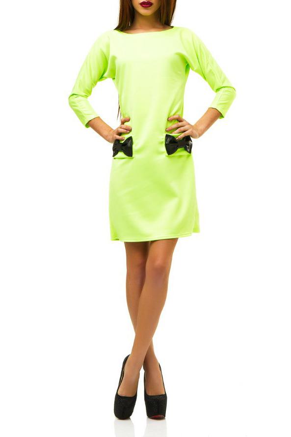 ПлатьеПлатья<br>Молодёжное платье из плотного дайвинга – хит продаж. В одной модели счастливо соединились уникальные качества новой ткани и дизайнерские находки.  Прямой, слегка приталенный и зауженный книзу силуэт создаёт классический образ сдержанной женственности и элегантности. Длинный узкий и одновременно цельнокроеный рукав 3/4 вместе с горловиной в форме лодочки усиливают этот эффект. Длина платье 2/3 до колена придаёт ему стильность и изысканность.  Этот тщательно выверенный, собранный по крупицам классический облик оказывается буквально взорванным всего лишь одной, единственной деталью крупными бабочками-бантами из экокожи. Они располагаются на линии бёдер, придавая контраст. Вещь сразу приобретает оригинальность, становится эксклюзивной.   Цвет: салатовый.  Ростовка изделия 170 см<br><br>Горловина: Лодочка<br>По длине: До колена<br>По материалу: Трикотаж<br>По образу: Город,Свидание<br>По рисунку: Однотонные<br>По силуэту: Полуприталенные<br>По стилю: Молодежный стиль,Повседневный стиль<br>По форме: Платье - футляр<br>По элементам: С декором,С карманами,С кожаными вставками<br>Рукав: Рукав три четверти<br>По сезону: Осень,Весна<br>Размер : 42,44,46<br>Материал: Трикотаж<br>Количество в наличии: 3