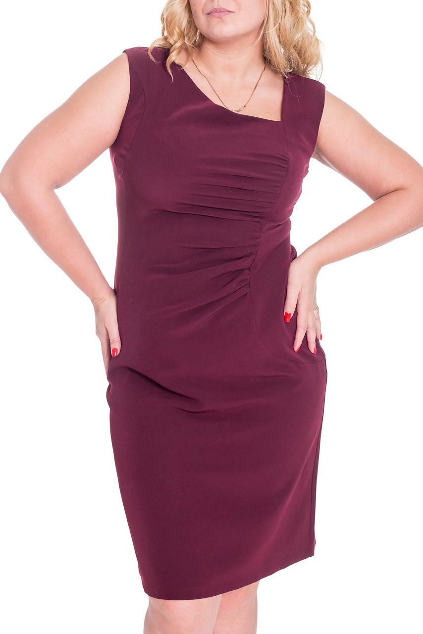 ПлатьеПлатья<br>Асимметричное женское платье. Модель выполнена из приятного материала. Асимметричный вырез горловины, драпировка по левому рельефному шву, закругленные рельефы на линии бедер, шлица в среднем шве сзади.  Цвет: винный  Рост девушки-фотомодели 170 см.<br><br>По длине: Ниже колена<br>По материалу: Костюмные ткани,Тканевые<br>По образу: Город,Свидание<br>По рисунку: Однотонные<br>По сезону: Весна,Осень<br>По силуэту: Полуприталенные<br>По стилю: Повседневный стиль<br>По форме: Платье - футляр<br>По элементам: Со складками<br>Рукав: Без рукавов<br>Горловина: Фигурная горловина<br>Размер : 44,46,48,50<br>Материал: Костюмно-плательная ткань<br>Количество в наличии: 4
