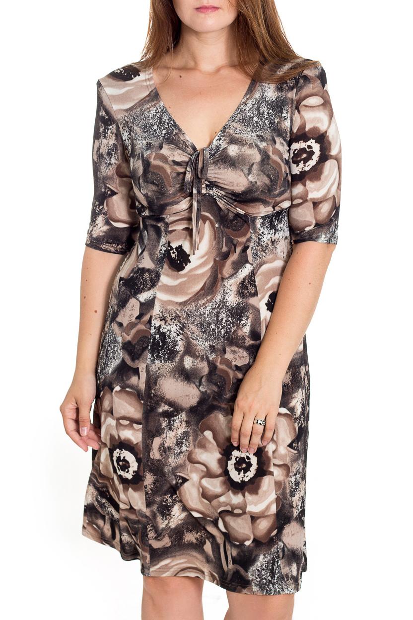ПлатьеПлатья<br>Женственное платье с чувственным вырезом горловины и рукавами чуть ниже локтя. Модель приталенного силуэта великолепно подчеркивает все достоинства Вашей фигуры.  В изделии использованы цвета: бежевый, коричневый и др.  Рост девушки-фотомодели 180 см<br><br>Горловина: V- горловина<br>По длине: Ниже колена<br>По материалу: Трикотаж<br>По образу: Город,Свидание<br>По рисунку: Растительные мотивы,С принтом,Цветные,Цветочные<br>По силуэту: Полуприталенные,Приталенные<br>По стилю: Повседневный стиль<br>По элементам: С завышенной талией<br>По сезону: Осень,Весна<br>По форме: Платье - трапеция<br>Рукав: Рукав три четверти<br>Размер : 48,50,52<br>Материал: Трикотаж<br>Количество в наличии: 3