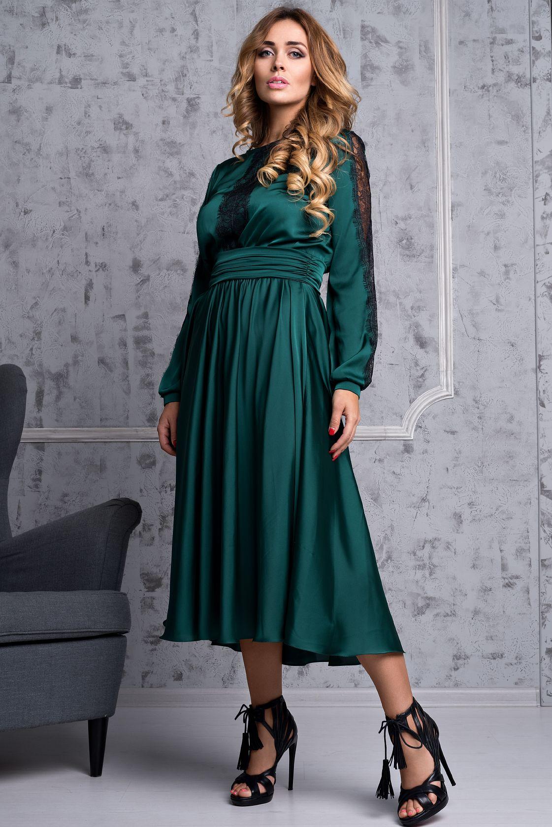 ПлатьеПлатья<br>Платье с пышной струящейся юбкой солнце, с отделкой из гипюра. Модель выполнена из гладкого атласа. Отличный выбор для любого торжества.   Длина от талии 75 см.  В изделии использованы цвета: зеленый  Ростовка изделия 170 см.<br><br>Горловина: С- горловина<br>По длине: Миди,Ниже колена<br>По материалу: Атлас<br>По рисунку: Однотонные<br>По сезону: Весна,Зима,Лето,Осень,Всесезон<br>По силуэту: Полуприталенные<br>По стилю: Нарядный стиль,Вечерний стиль<br>По форме: Платье - трапеция<br>По элементам: С декором,С манжетами<br>Рукав: Длинный рукав<br>Размер : 40,42,44,46,48-50<br>Материал: Атлас<br>Количество в наличии: 5