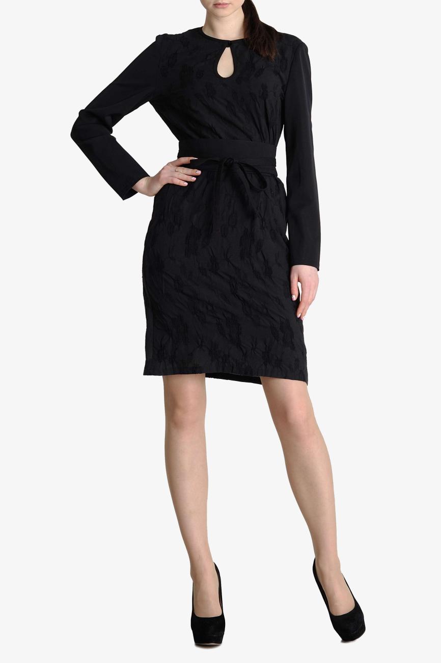 ПлатьеПлатья<br>Платье прямого силуэта из тонкой слегка прозрачной черной шерсти с выделкой цветы. Рукав длинный узкий из более плотной черной шерсти. Горловина каплей на маленькой пуговке. Платье можно носить как без пояса, так и с широким поясом - оби, пояс в комплект не входит.  Цвет: черный   Параметры изделия 40 размера:  Обхват груди: 80 см. Обхват талии: 64 см. Обхват бедер: 88 см. Обхват под грудью: 80,2 см. Длина рукава: 59,5 см. Длина изделия по спинке: 99,5 см.  Параметры изделия 42 размера:  Обхват груди: 84 см. Обхват талии: 67 см. Обхват бедер: 92 см. Обхват под грудью: 83,2 см. Длина рукава: 60 см. Длина изделия по спинке: 100 см.   Параметры изделия 44 размера:  Обхват груди: 88 см. Обхват талии: 70 см. Обхват бедер: 96 см. Обхват под грудью: 86,2 см. Длина рукава: 60,5 см. Длина изделия по спинке: 100,5 см.  Параметры изделия 52 размера:  Обхват груди: 104 см. Обхват талии: 84 см. Обхват бедер: 112 см. Обхват под грудью: 93 см. Длина рукава: 61 см. Длина изделия по спинке: 102 см.  Параметры изделия 54 размера:  Обхват груди: 108 см. Обхват талии: 88 см. Обхват бедер: 116 см. Обхват под грудью: 94 см. Длина рукава: 61,5 см. Длина изделия по спинке: 102,5 см.   Рост девушки фото-модели 178 см.<br><br>По длине: До колена<br>По материалу: Шерсть<br>По рисунку: Однотонные<br>По силуэту: Прямые<br>По стилю: Повседневный стиль<br>Рукав: Длинный рукав<br>По сезону: Зима<br>Горловина: С- горловина<br>По форме: Платье - футляр<br>Размер : 40,42,44,54<br>Материал: Шерсть<br>Количество в наличии: 4
