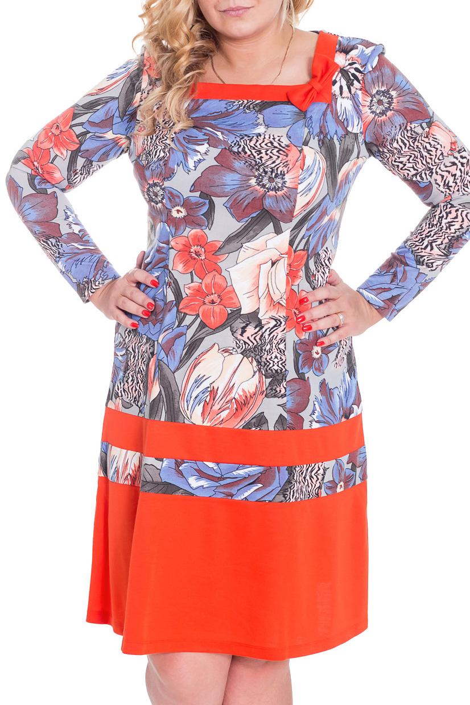 ПлатьеПлатья<br>Яркое платье с квадратной горловиной и длинными рукавами. Модель выполнена из плотного трикотажа. Отличный выбор для повседневного гардероба.  Цвет: серый, голубой, оранжевый  Рост девушки-фотомодели 170 см.<br><br>Горловина: Квадратная горловина<br>По длине: Ниже колена<br>По материалу: Вискоза,Трикотаж<br>По рисунку: Растительные мотивы,Цветные,Цветочные,С принтом<br>По силуэту: Полуприталенные<br>По стилю: Повседневный стиль<br>По форме: Платье - трапеция<br>Рукав: Длинный рукав<br>По элементам: С декором<br>По сезону: Осень,Весна,Зима<br>Размер : 46,50<br>Материал: Вискоза<br>Количество в наличии: 4