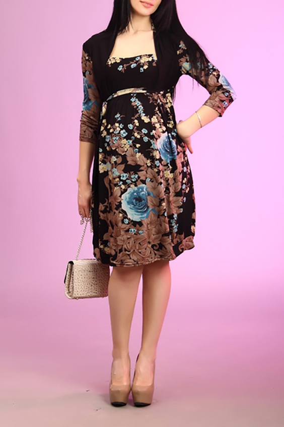 ПлатьеПлатья<br>Красивое платье с рукавами 3/4. Модель выполнена из приятного материала. Отличный выбор для любого случая.  За счет свободного кроя и эластичного материала изделие можно носить во время беременности  Цвет: коричневый, бежевый, голубой  Ростовка изделия 170 см.<br><br>По длине: Ниже колена<br>По материалу: Трикотаж<br>По рисунку: Растительные мотивы,С принтом,Цветные,Цветочные<br>По силуэту: Полуприталенные<br>По стилю: Повседневный стиль<br>По форме: Платье - трапеция<br>Рукав: Рукав три четверти<br>По сезону: Осень,Весна,Зима<br>Горловина: С- горловина<br>Размер : 44<br>Материал: Трикотаж<br>Количество в наличии: 2
