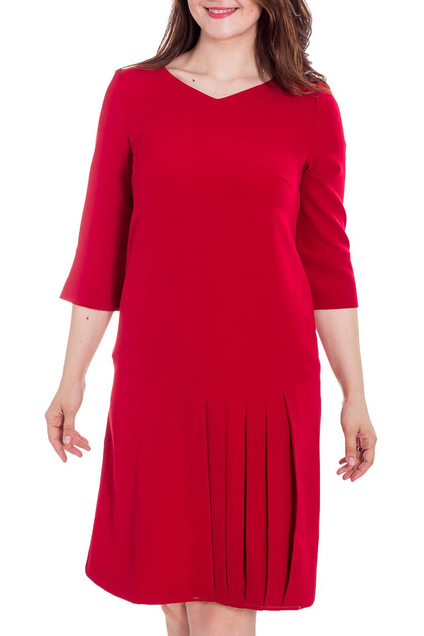 ПлатьеПлатья<br>Великолепное платье с V-образной горловиной и рукавами 3/4. Модель выполнена из приятного материала. Отличный выбор для повседневного гардероба.  Цвет: красный  Рост девушки-фотомодели 180 см<br><br>Горловина: V- горловина<br>По длине: Ниже колена<br>По материалу: Тканевые<br>По рисунку: Однотонные<br>По силуэту: Полуприталенные<br>По стилю: Нарядный стиль,Повседневный стиль<br>По форме: Платье - футляр<br>По элементам: Со складками<br>Рукав: Рукав три четверти<br>По сезону: Осень,Весна,Зима<br>Размер : 48,50,52<br>Материал: Плательная ткань<br>Количество в наличии: 3