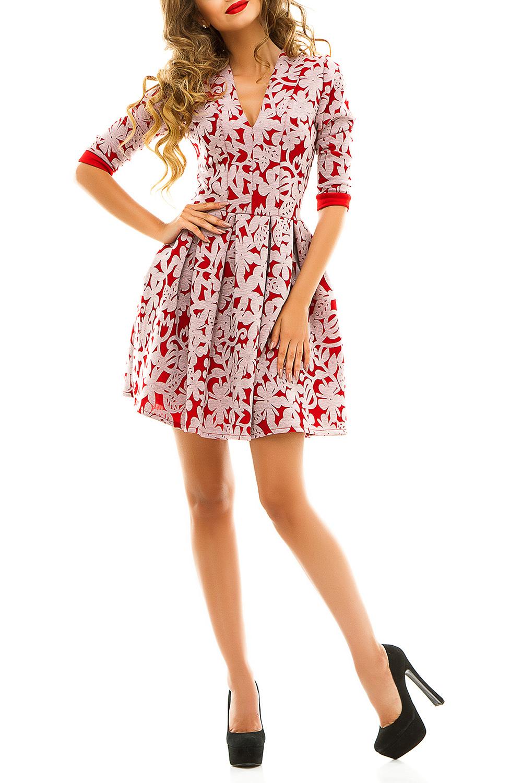ПлатьеПлатья<br>Нарядное молодежное платье с цветочным принтом, который и является основным украшением данной модели, отлично подойдет для молодой девушки. Неглубокий, но очень кокетливый v-образный вырез делает мягкий, но значимый акцент на груди. Короткая юбка в крупную складку открывает колени, не стесняет движения и позволяет чувствовать себя раскованно. Рукава 3/4, оторочены манжетками в цвет ткани.  Цвет: красный и др.  Ростовка изделия 170 см<br><br>Горловина: V- горловина<br>По длине: До колена<br>По материалу: Трикотаж<br>По образу: Город,Свидание<br>По рисунку: Растительные мотивы,С принтом,Цветные,Цветочные<br>По силуэту: Приталенные<br>По стилю: Молодежный стиль,Повседневный стиль,Романтический стиль<br>По форме: Беби - долл,Платье - трапеция<br>По элементам: С вырезом,С декором,С манжетами<br>Рукав: Рукав три четверти<br>По сезону: Осень,Весна,Зима<br>Размер : 44<br>Материал: Трикотаж<br>Количество в наличии: 1