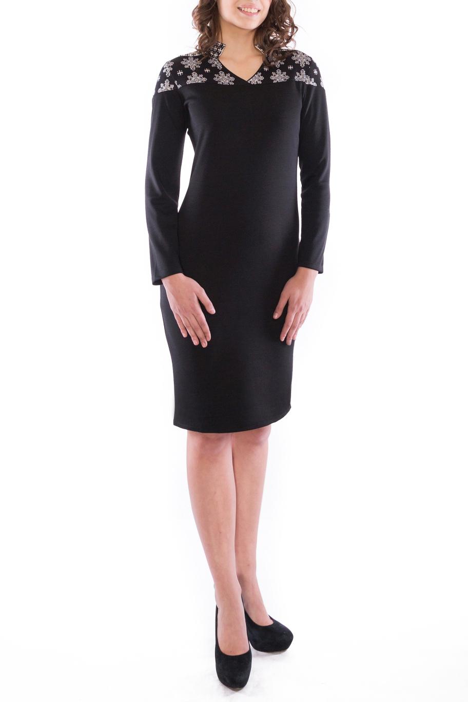 ПлатьеПлатья<br>Прелестное черное платье с воротником стойкой и элементами отделки из принтованной ткани на плечах. Простота и в то же время изысканность модели сделает его любимым платьем в Вашем гардеробе.  Длина платья 98-100 см  В изделии использованы цвета: черный, белый, серый  Рост девушки-фотомодели 176 см<br><br>Горловина: Фигурная горловина<br>По длине: До колена<br>По материалу: Вискоза,Трикотаж<br>По рисунку: С принтом,Цветные<br>По силуэту: Приталенные<br>По стилю: Повседневный стиль<br>По форме: Платье - футляр<br>Рукав: Длинный рукав<br>По сезону: Осень,Весна,Зима<br>Размер : 48,52<br>Материал: Трикотаж<br>Количество в наличии: 4
